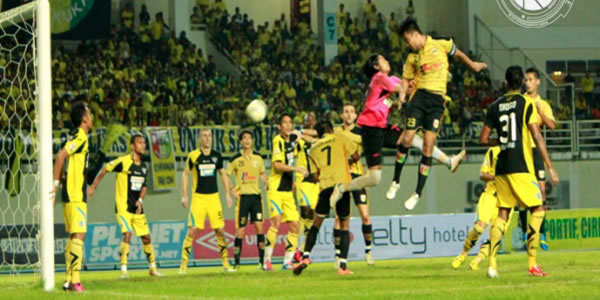 Gresik-United-vs-Mitra-Kukar