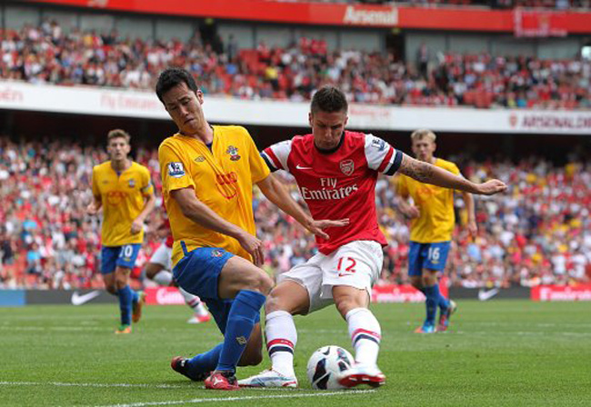 Arsenal's Olivier Giroud (right) battles for the ball with Southampton's Maya Yoshida