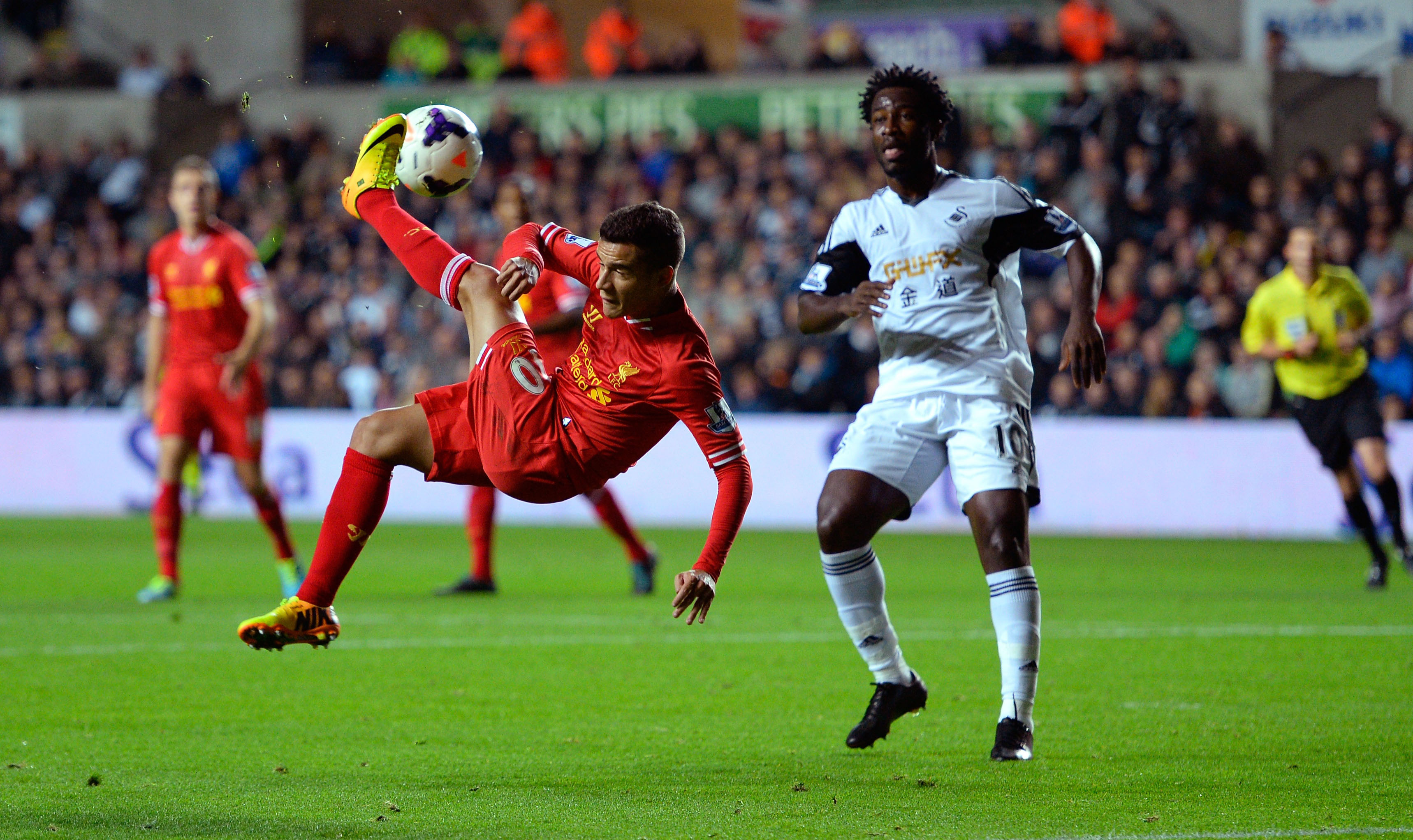 SWANSEA, WALES - SEPTEMBER 16:  Liverpool player Phillipe Coutinho (l) trys an overhead kick watched by Wilfried Bony of Swansea during the Barclays Premier League match between Swansea City and Liverpool at Liberty Stadium on September 16, 2013 in Swansea, Wales.  (Photo by Stu Forster/Getty Images)